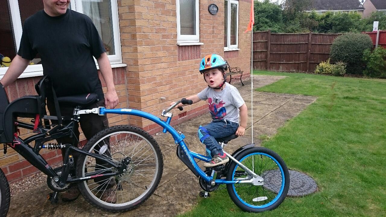 Tag along bike behind a mountain bike